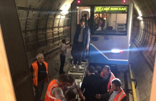 Около тысячи человек эвакуировали изтоннеля метро вМоскве