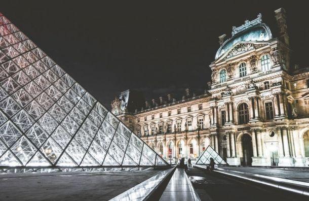 Сотрудники Лувра объявили забастовку всвязи снаплывом туристов