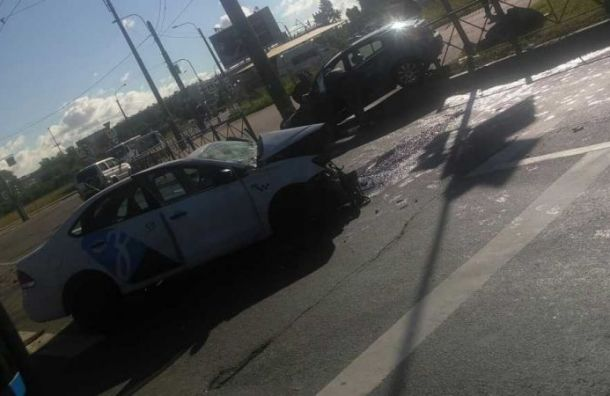 Два человека пострадали вжесткой аварии наМаршала Жукова