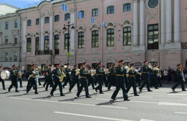 Военные музыканты поставили рекорд посамому массовому «Полету шмеля»