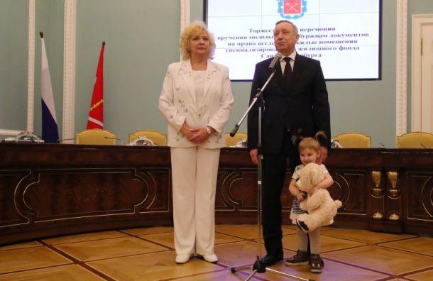 Беглов обещал ликвидироватьочереди нажилье для детей-сирот