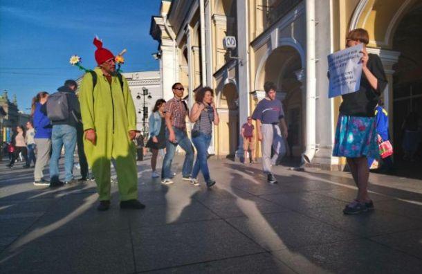 УГостиного Двора третий день проходят пикеты вподдержку Голунова