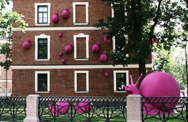 Гигантские розовые улитки «доползли» доНовой Голландии