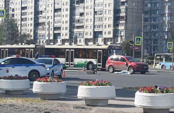 Напроспекте Сизова насмерть сбили велосипедиста