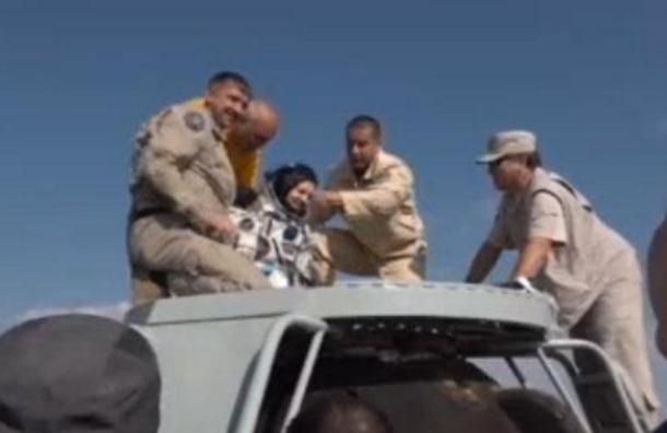 Три космонавта спустя семь месяцев вернулись наЗемлю