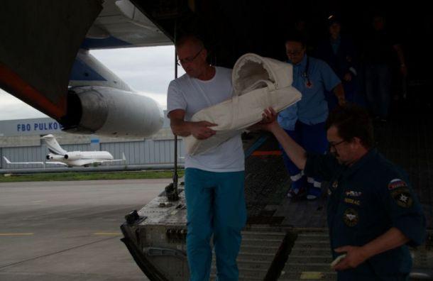 Спецборт МЧС доставил вПетербург двоих тяжелобольных детей