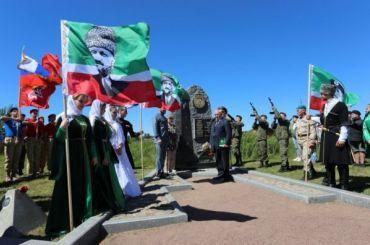 НаНевском пятачке открыли памятник сражавшимся заЛенинград чеченцам