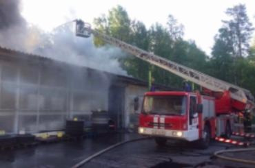 Склад стройматериалов вЗеленогорске горел более трех часов