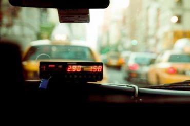 Таксист домогался глухонемой выпускницы после «Алых парусов»