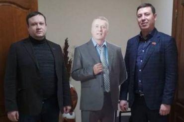 Ростовую фигуру Жириновского похитили из администрации Красноярска