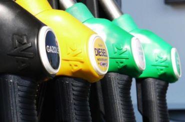 Цены набензин подскочили внескольких регионах России