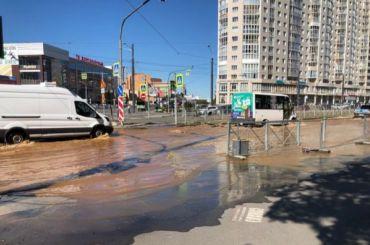 Перекресток Авиаконструкторов иИльюшина затопило грязью