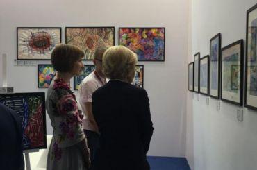 Выставка работ особенных художников открылась наПМЭФ