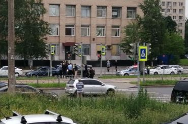 Мужчина зарулем Lada Vesta сбил девушку наКупчинской улице