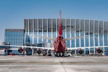 Летевший вПетербург Boeing вернулся вКрым из-за технических проблем