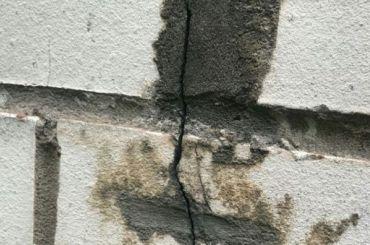 Жилой дом вВыборгском районе пошел трещинами