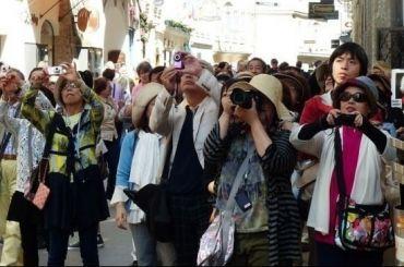 Депутаты ЗакСа хотят запретить иностранцам работать экскурсоводами