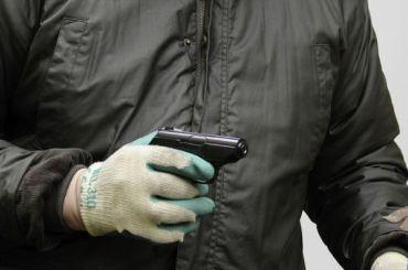 Мигрант спистолетом ограбил продуктовый магазин вПетербурге
