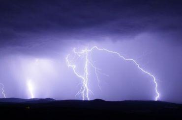 МЧС предупредило одожде, грозе исильном ветре вПетербурге