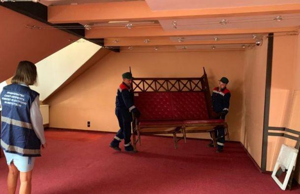 Незаконный отель наПетроградке выселили смансарды