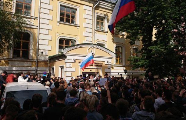 Около тысячи москвичей потребовали допуска оппозиционеров навыборы