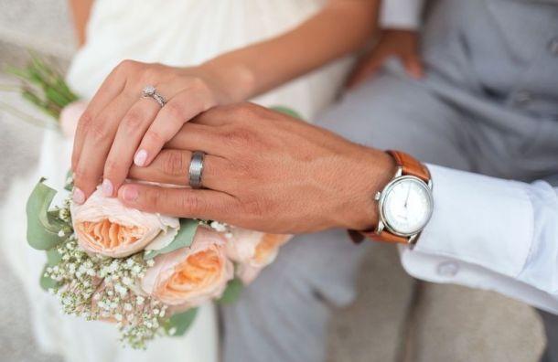 Петербург вошел впятерку регионов, где женятся чаще всего