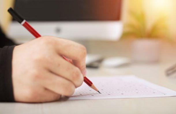 Петербургские выпускники получили 548 стобалльных результатов