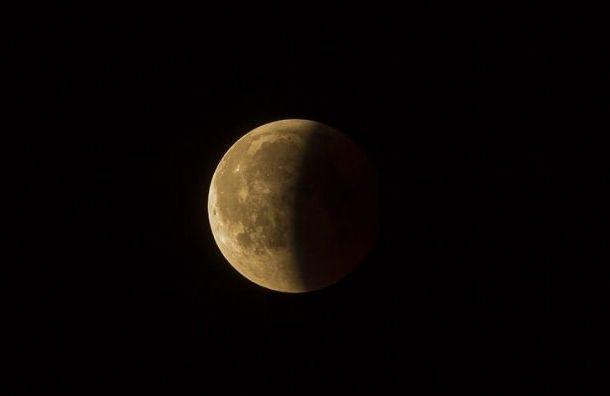 Петербуржцы вночь на17июля могут увидеть лунное затмение