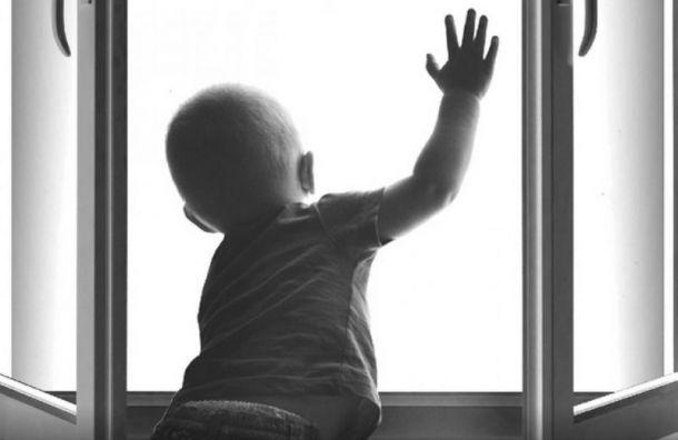 Врачи борются зажизнь малыша, упавшего с6-го этажа