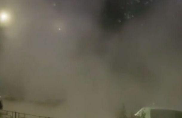 Ночью прорвало трубу с горячей водой на Маршала Казакова