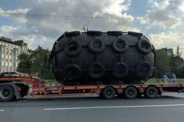 «Нечто» ввиде цистерны привезли вПетербург