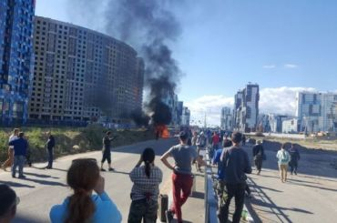 НаКомендантском под окнами жилого дома ради фильма взорвали машину