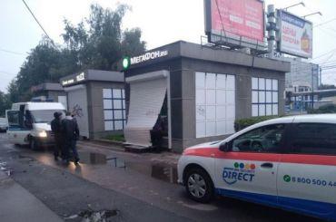 Салон связи ограбили наДыбенко