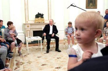 Путин пригласил семьи пострадавших отнаводнения посетить парад ВМФ