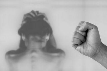 Жена депутата-единоросса пожаловалась напобои иугрозы мужа
