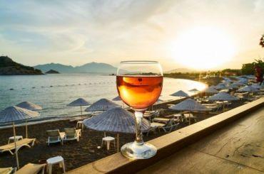Иностранным туристам разрешили употреблять алкоголь вДубаях