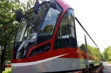 Первый современный трамвай прибыл вПетербург
