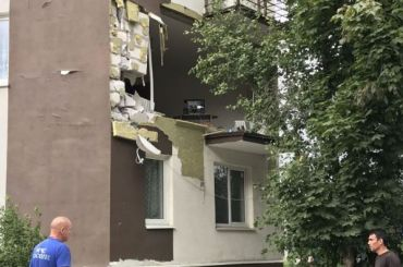Стена жилого дома рухнула после взрыва вРахье