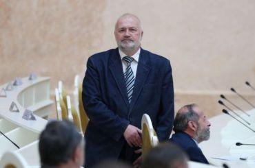 Амосов требует отменить избирательные участки вне Петербурга