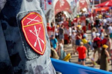 Подбрасывавших наркотики росгвадйцев задержали вПетербурге