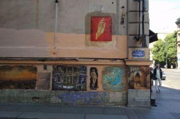 Коммунальщики нерешились закрасить «Открытый музей» впереулке Радищева