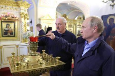 Путин иЛукашенко посетили Коневский монастырь попути вПетербург