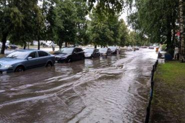 Петербург тонет под напором ливней