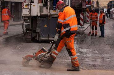 На ремонт дорог в Петербурге будут выделять в два раза больше денег
