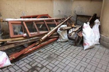 Петербургские дома теряют окна состаринной расстекловкой