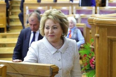 Матвиенко призвала невоспитывать ненависть кбогатым людям