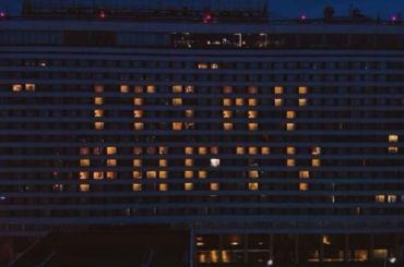 Петербурсгкие поклонники Джей Лоустроили световое шоу вчесть певицы