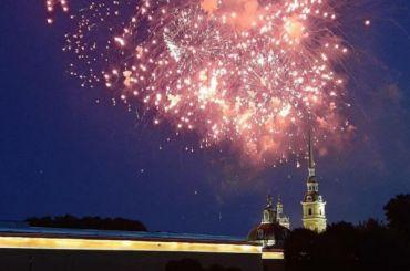 Салют вчесть Дня ВМФ прогремел над Невой