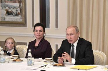 Путин встретился сродственниками погибших наЛошарике