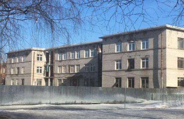 Родители учеников гимназии №406 пожалуются президенту наремонт